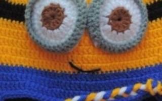 Шапка «миньон» спицами для дополнения детского осеннего костюмчика