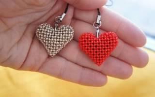 Сердечки из бисера: учимся плести брелок, серьги и кулон