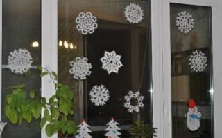 Вырезание снежинок из бумаги для украшения стен и окон